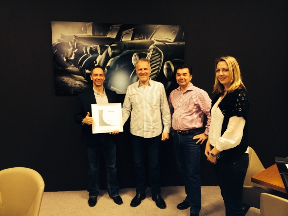 MCAE Systems spolupracuje ze Stratasysem 19 let. Za dlouholetou důvěru obdržela platinové ocenění. Foto: MCAE Systems