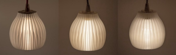 Jednou z ukázkových použití nového materiálu Eco3D PLA Light diffusion jsou stínítka na lampách. Vlevo z bílého PLA, vpravo z přírodního PLA, uprostřed nový materiál (foto: Vivasa Design)