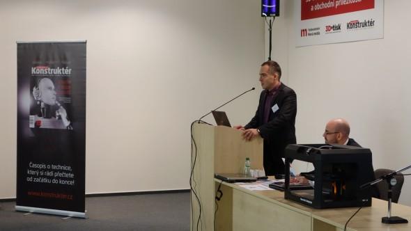 Zahájení konference připadlo člověku nejpovolanějšímu – Janu Homolovi. Spolu s Petrem Štefkem představili projekt Klastru aditivní výroby