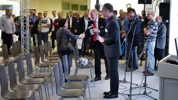 A právě MCAE Systems věnovala i hlavní cenu pro účastníky konference – 3D tiskárnu MakerBot. Přímo na večerní afterparty si ji převzala šťastná vylosovaná výherkyně