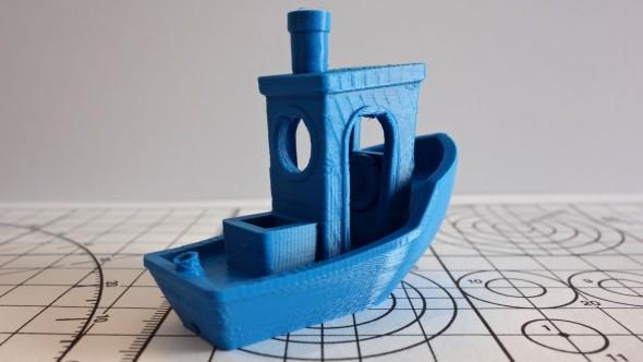 Testovací model lodičky zvládla tiskárna DeeGreen bez větších zaváhání (model: #3DBenchy od CreativeTools)