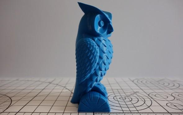 Ostré podání detailů je viditelné na malé figurce sovy (model: Owl statue od Cushwa)