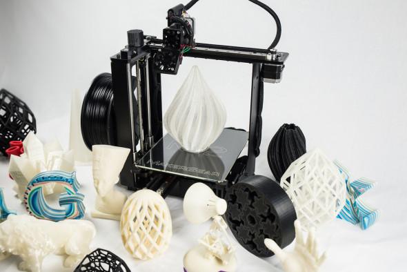 MakerGear M2 sice není nejtišší ani nejsnadněji ovladatelný, kvalitou, přesností výtisků i spolehlivostí si však získává výborné renomé (foto: MakerGear)