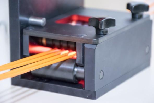 Finální podoba kontrolního zařízení s počítačovým viděním, které hlídá rozměrovou přesnost vyráběných tiskových strun (zdroj: Kinalisoft)