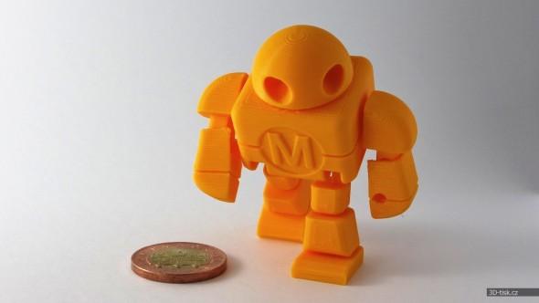 """… nebo populární pohyblivé figurky robota tisknuté v jediném kroku (3D model: <a href=""""http://www.thingiverse.com/thing:331035"""" target=""""_blank"""">Maker Faire Robot Action Figure</a>)"""
