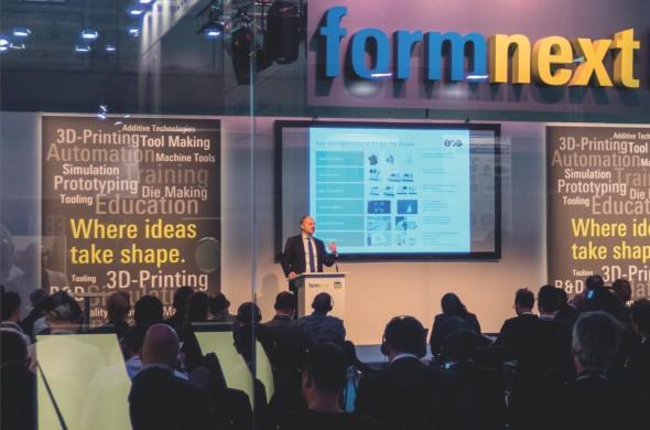 Hans Lager, generální ředitel německého EOSu, v zahajovací řeči doprovodné konference uvedl, že trh aditivní výroby teprve začíná růst