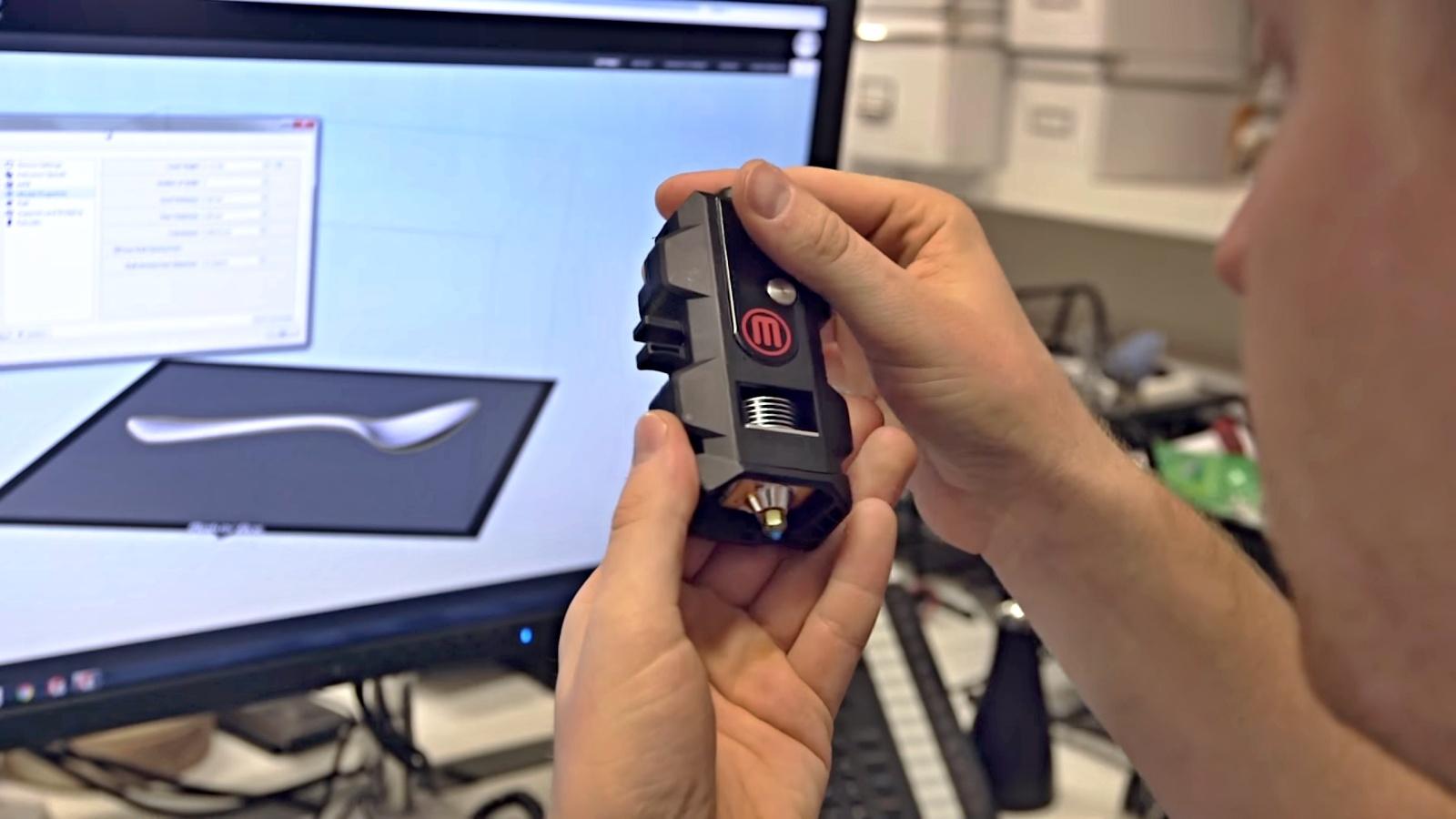 Novinky z CES 2016: MakerBot uvádí spolehlivější Smart Extruder+