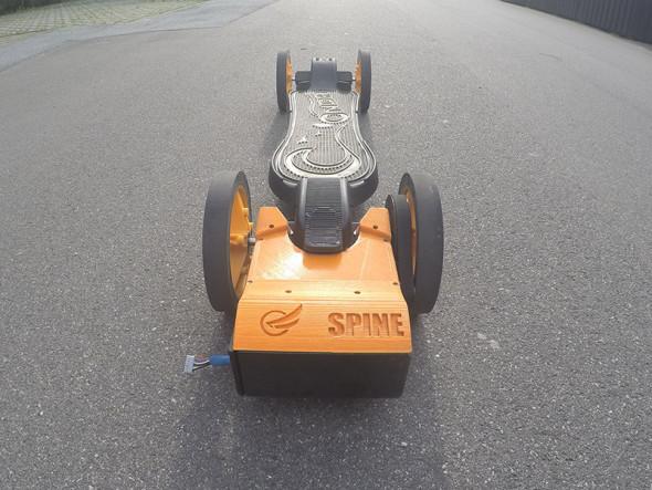 Prototyp elektrického skateboardu Faraday Motion Spine (foto: Faraday Motion)