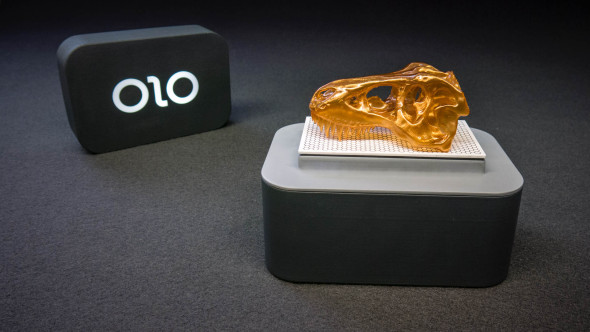 Velmi kompaktní stereolitografickou tiskárnu Olo pohání vlastní baterie, displej pak pro změnu baterie vašeho telefonu (foto: Olo 3D)