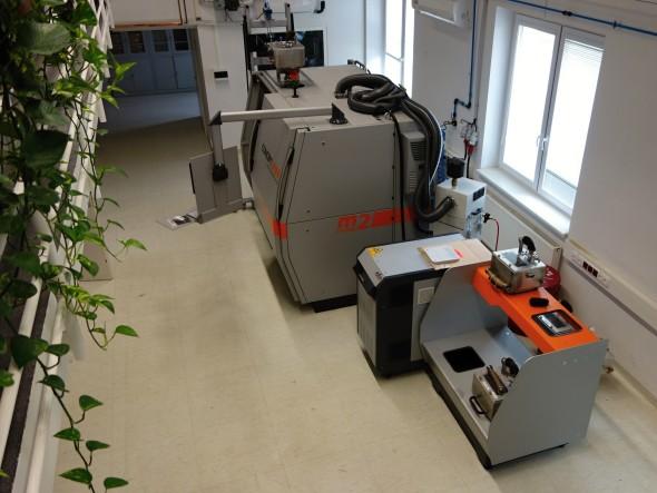 Největší pracoviště v centru UPrint 3D obsadila tiskárna Concept Laser M2 Cusing, která umí spékat laserem jemné prášky z nástrojové oceli, hliníku nebo titanu