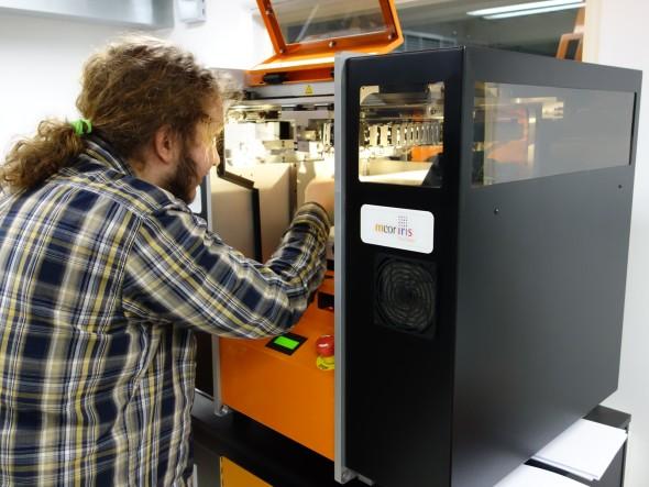K 3D tiskárnám mají přístup studenti Univerzity Palackého. Zařízení Mcor Iris, které pro stavbu barevných modelů využívá papírového základu, se studentům osvědčilo třeba u modelů reliéfu zemského povrchu v malém měřítku