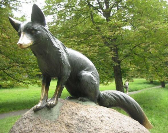 Krádež původní sochy lišky Bystroušky v oboře Hukvaldy místní obyvatelé ani turisté ještě nestrávili (foto: MCAE Systems)
