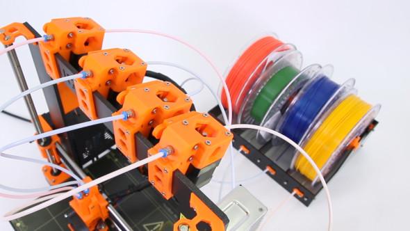 Po přestavbě se cívky smateriály přesunou za tiskárnu (foto: Prusa Research)