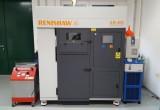 Stroj Renishaw AM400 má stavební komoru o rozměrech 250 mm × 250 mm × 300 mm (foto: Marek Pagáč)