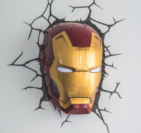 Josefovu kancelář zdobí bezpočet rekvizit a exoskeletonů Tonyho Starka. V tzv. cosplay vidí Průša pro 3D tisk široké využití