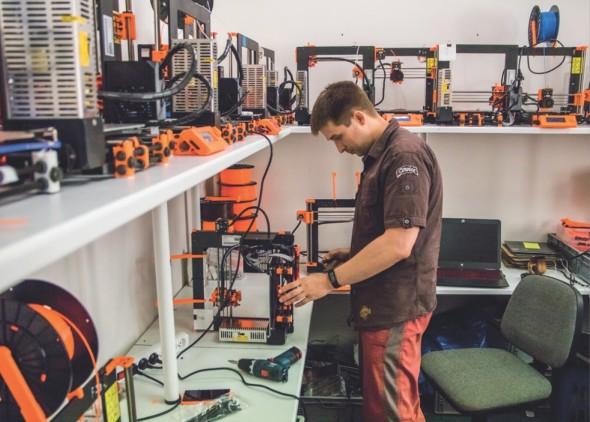 V červenci vyexpedovali 800 strojů, příští rok chtějí v Prusa Research vyrábět čtyřikrát tolik. Poptávka prý strmě roste