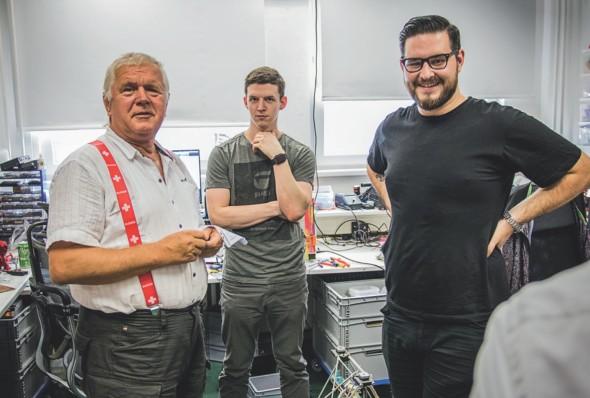 Ve výrobě 3D tiskáren již s Josefem Průšou pracuje také jeho mladší bratr Michal. Při naší návštěvě jsme ve výrobě náhodou zastihli také jejich otce Josefa staršího, který je na syny patřičně hrdý