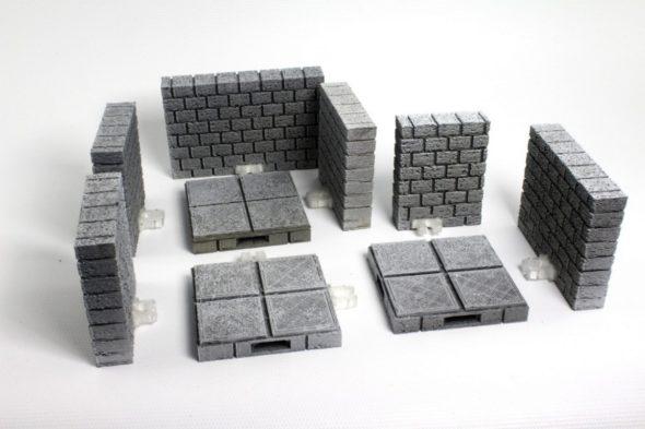 Některé dílky z komunitní sady OpenForge 2.0 podporují také systém spojek OpenLock (model: OpenForge 2.0 Cut Stone OpenLOCK Walls • foto a návrh: Devon Jones • licence: CC BY-SA 3.0)